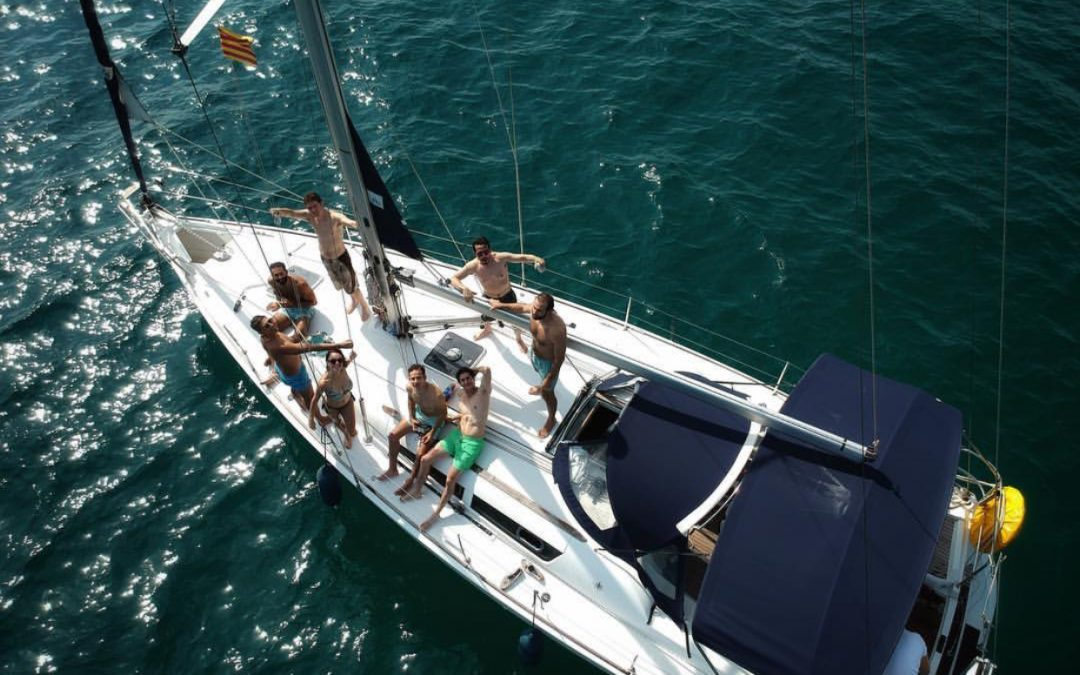 Rent a boat in Barcelona by hour with captain (charter with skipper)