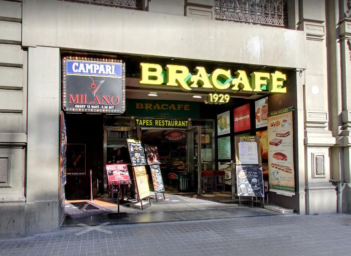 Entrada del Milano a la izquierda junto al Bracafé