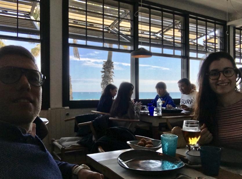Sandra y Joan en la Barraca vistas al mar