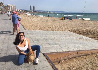 sandra y nino en playa de san sebastian