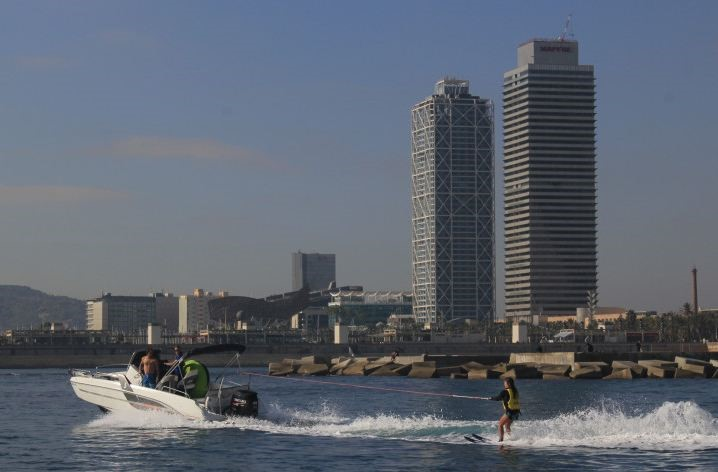 Speed boat with ski in Barcelona