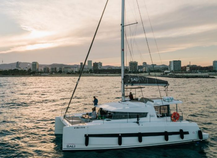 alquiler catamarán en barcelona