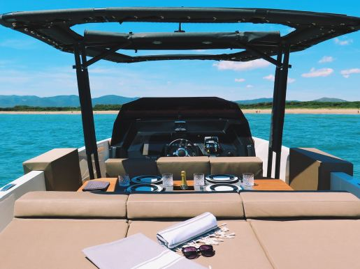 rent speedboat barcelona