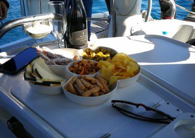 snacks boat trip barcelona